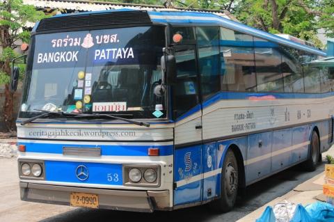 Bus Ekonomis yang membawa kami ke Pattaya